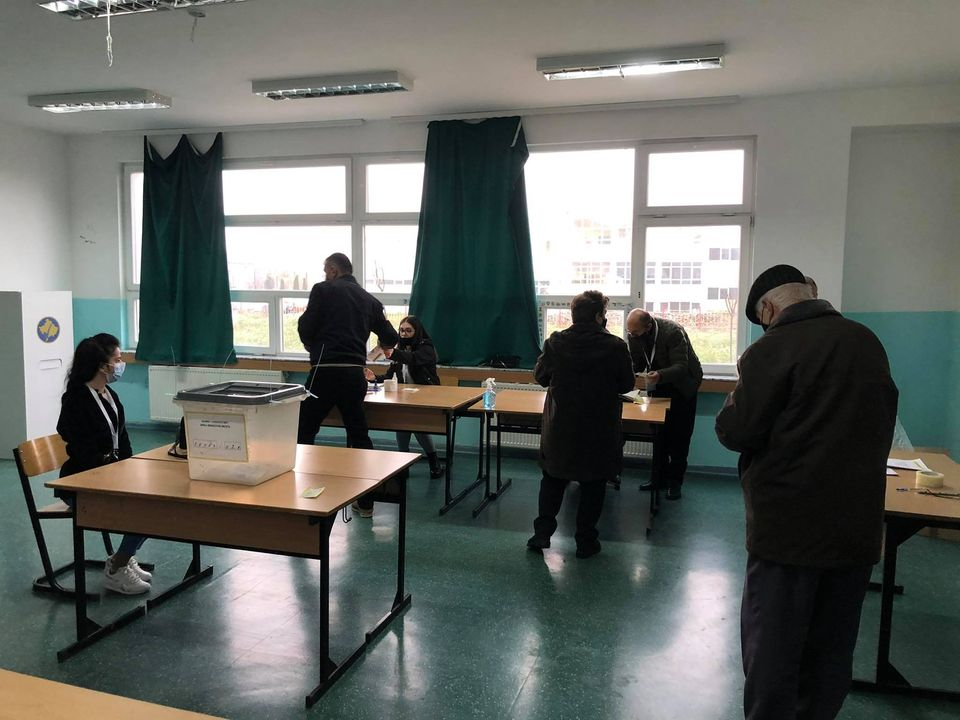 The compatriot photographs the vote in Podujeva, gets arrested by the police