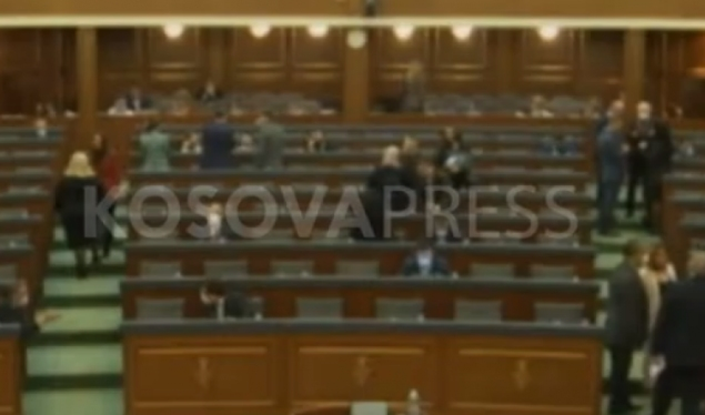Vetëvendosje MPs protested in the Assembly: Out, out