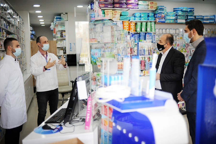 Hoxhaj and Ismaili meet with pharmacists: They promise support and reduction of the price of medicines for the citizens