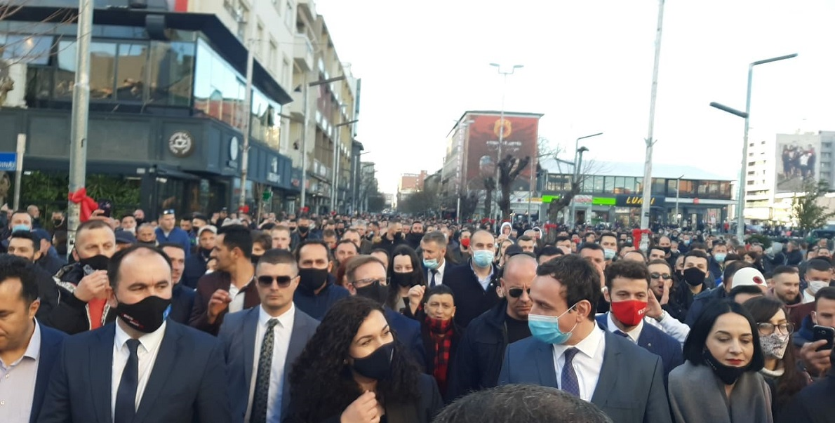 Kurti and Osmani walked along the Ferizaj square, they called for mobilization