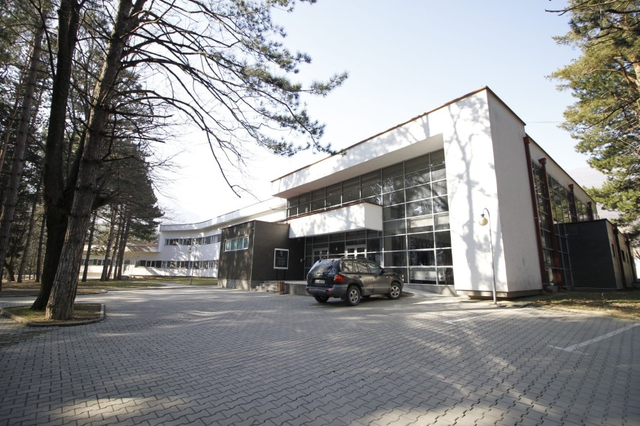 58 patients with COVID-19 are being treated in Peja Hospital, 10 in more serious condition