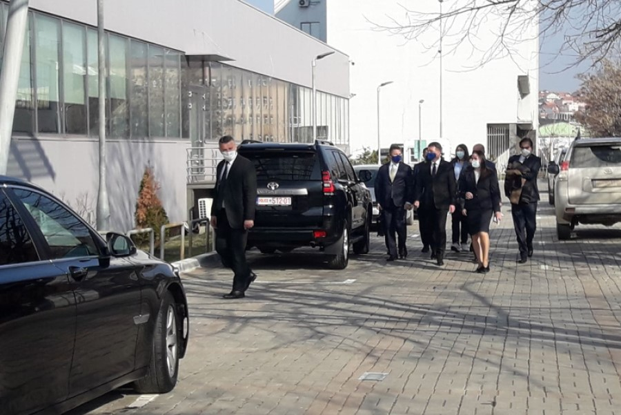 Lajçak arrives at the Prime Minister's Office for a meeting with Hoti