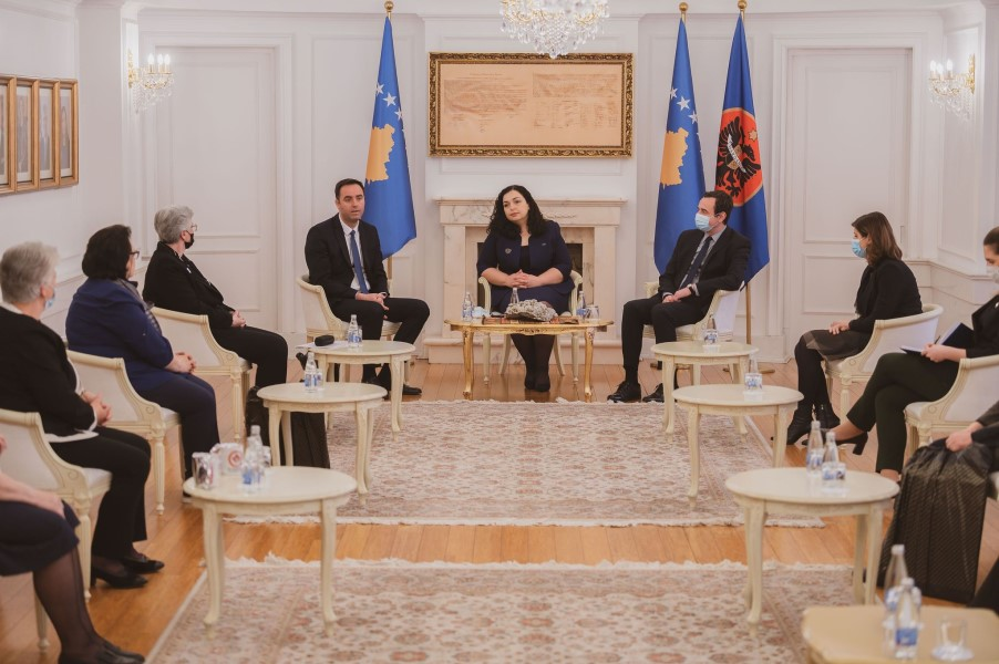 Osmani, Konjufca and Kurti received in a meeting the heads of the Mothers' Calls association