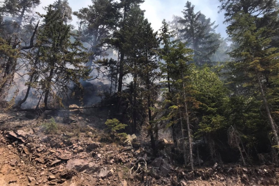 Winds worsen the situation with fires in the Accursed Mountains, three families have been evacuated in Shtupeq